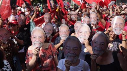 Multitudinaria marcha por la liberación de Lula en Brasil