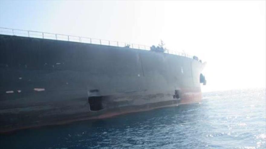 Daños causados al petrolero iraní Sabiti por un ataque en el mar Rojo.