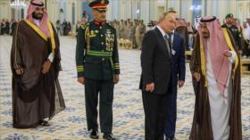 Arabia Saudí y Rusia firman 20 documentos de cooperación conjunta