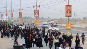 Peregrinos iraníes caminan hacia Karbala para conmemorar Arbaín