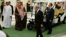 Rey saudí acompaña a Putin en coche eléctrico por su salud frágil
