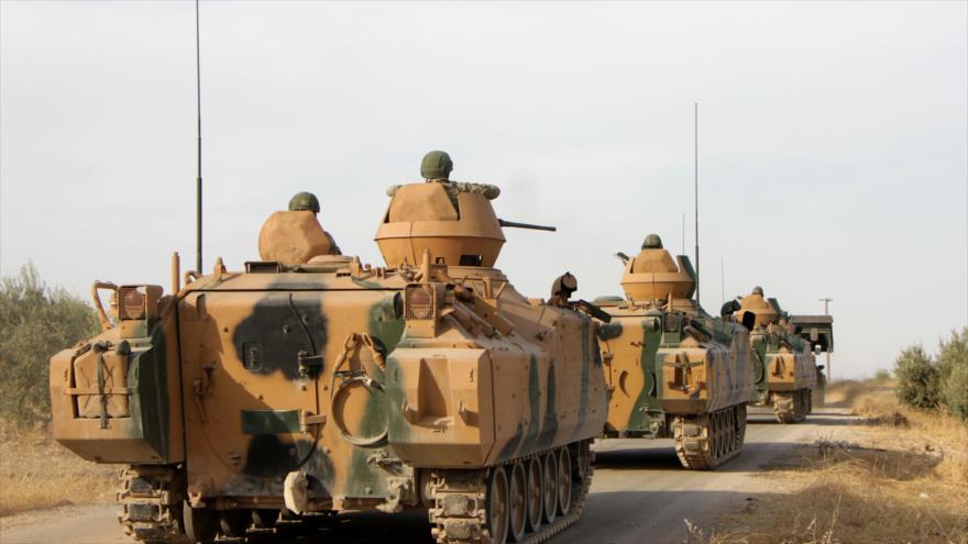Vehículos blindados del Ejército de Turquía, desplegados en el norte de Siria, 14 de octubre de 2019. (Foto: AFP)