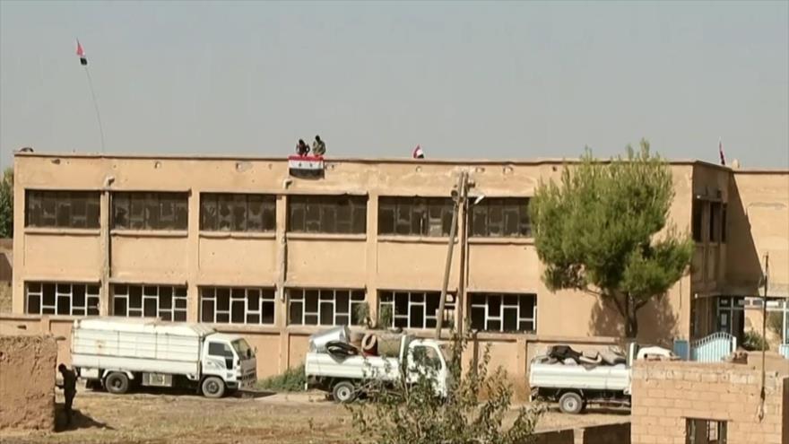 El Ejército de Siria iza la bandera nacional en Manbij | HISPANTV