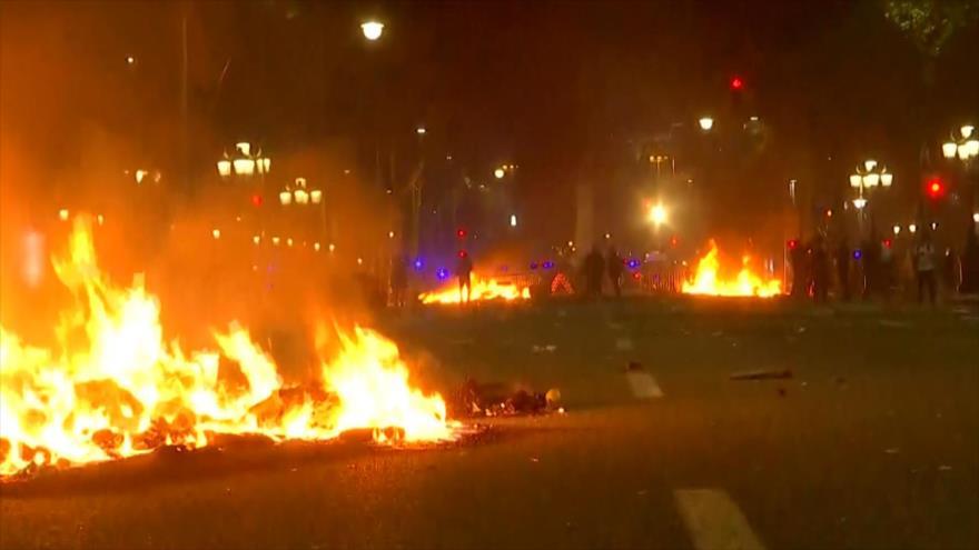 Cataluña vive su segundo día de protestas con más violencia
