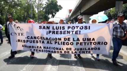 Mexicanos marchan para exigir pensiones y jubilaciones justas