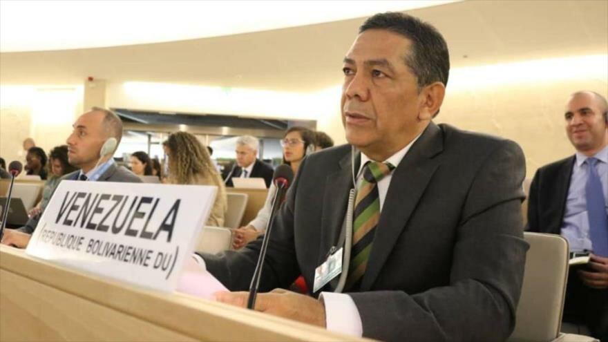 El viceministro venezolano de la Comunicación Internacional, William Castillo, habla en una ante su sesión del Consejo de Derechos Humanos de la ONU.