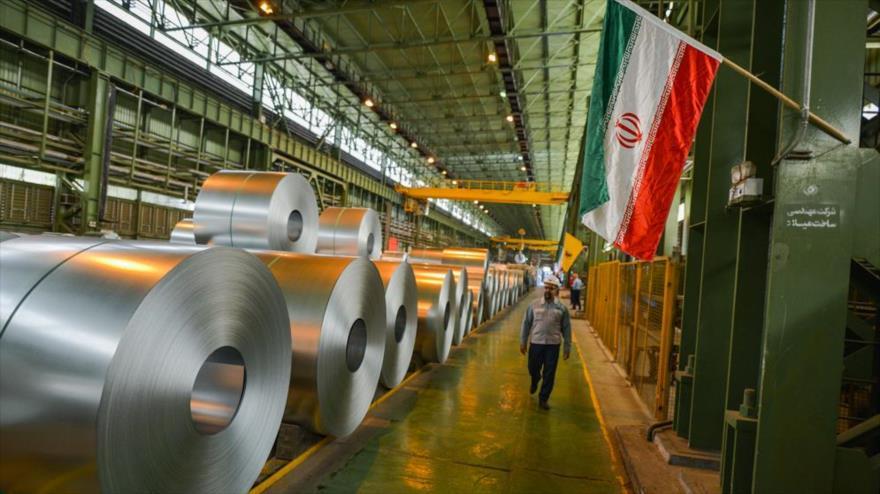 Productos de la campaña de Mobarake de Isfahán, una de las mayores compañías productoras de acero en el centro de Irán.