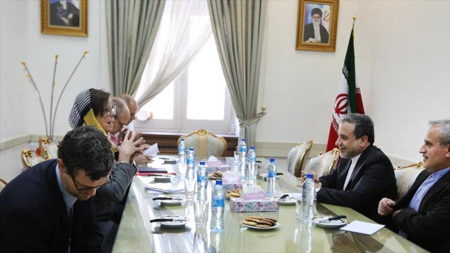 El vicecanciller iraní para Asuntos Políticos, Abas Araqchi, se reúne con la vicecanciller, Annika Söder, Teherán, 16 de octubre de 2019. (Foto: IRNA)