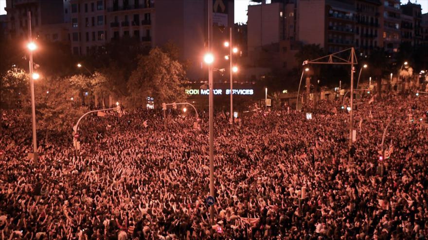 Miles de catalanes siguen protestando contra el juicio al procés | HISPANTV