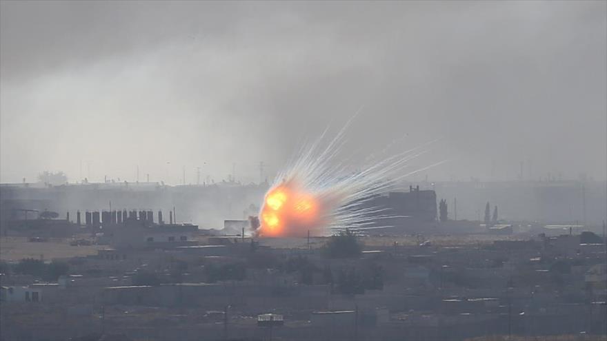 Explosión en la localidad fronteriza siria de Ras al-Ain tras ataques turcos, 13 de octubre de 2019. (FOTO: Reuters)