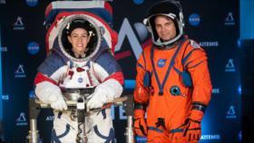 NASA exhibe trajes que serán usados en un futuro viaje a la Luna