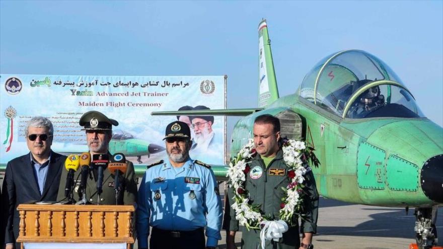 El ministro de Defensa de Irán, el general Amir Hatami, en una ceremonia para estrenar el 1º avión de reacción iraní Yasin, 17 de octubre de 2019. (Foto: IRNA)