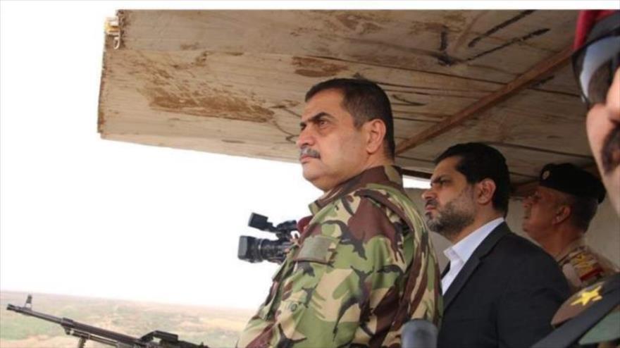 El ministro de Defensa de Irak, Najah Hasan al-Shamari, inspecciona las fronteras del país con Siria, 16 de octubre de 2019.