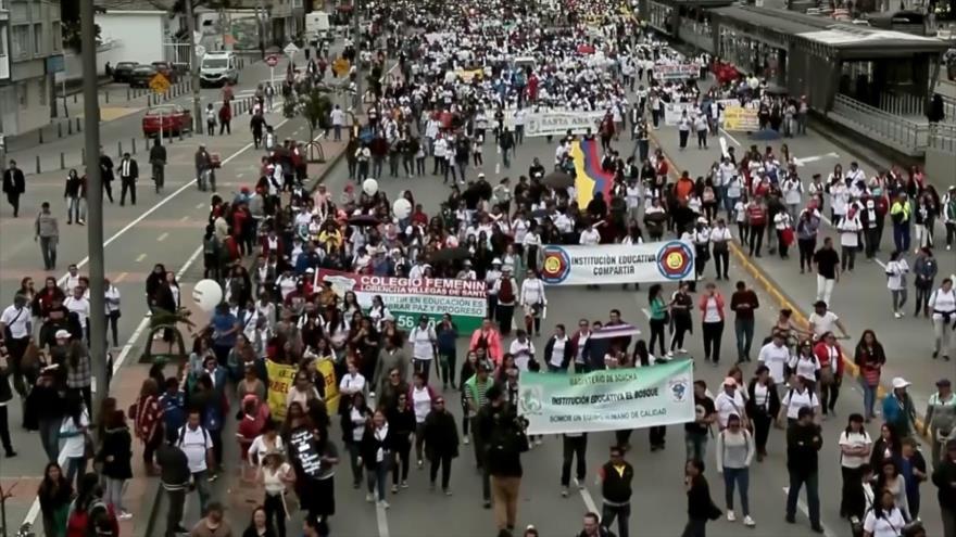 Centrales obreras marchan contra reforma laboral en Colombia
