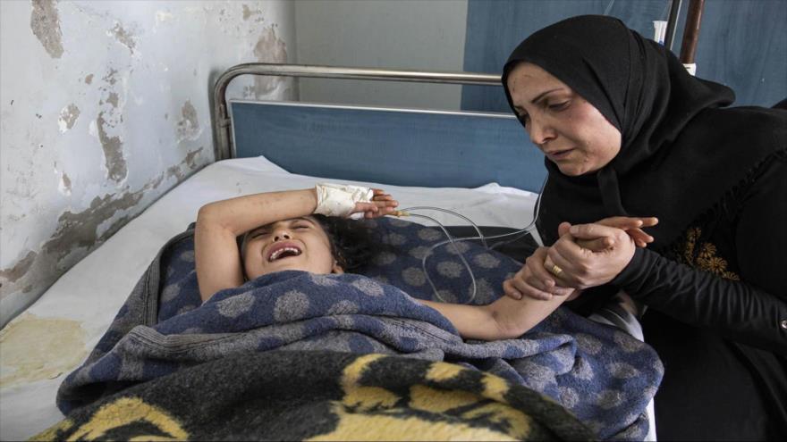 Una niña herida por ataques de Turquía contra Siria en un hospital cerca de la ciudad de Ras al-Ain, 15 de octubre de 2019. (Foto: AFP)