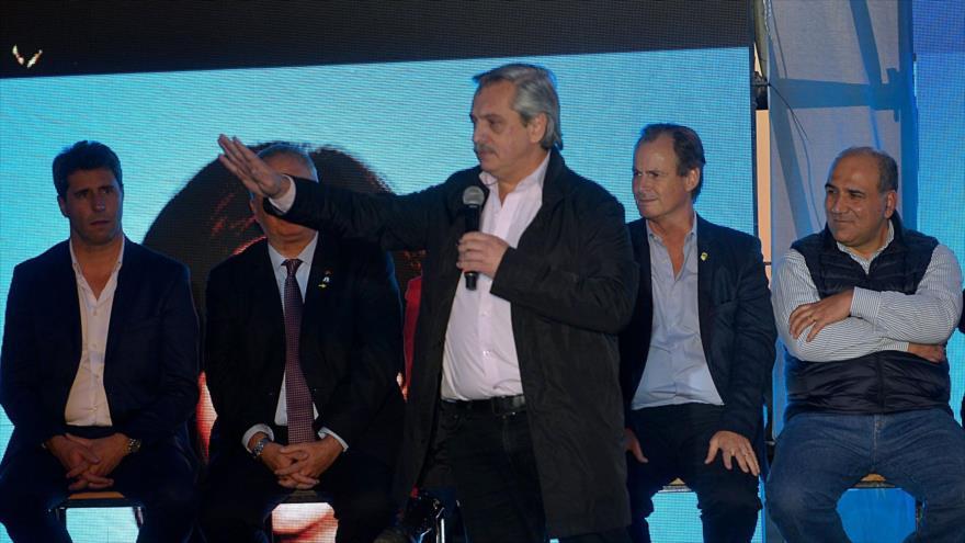 El candidato del partido de Frente de Todos de Argentina, Alberto Fernández, ofrece un mitin electoral, 18 de octubre de 2019.