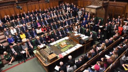 Parlamento británico aprueba enmienda y voto del Brexit se aplaza