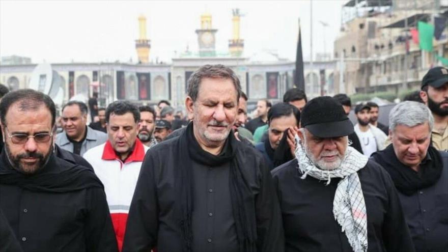 El vice presidente primero de Irán, Eshaq Yahanguiri, en el santuario del tercer Imam de los musulmanes chiíes, el Imam Husein, 19 de octubre de 2019.