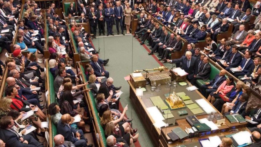 El primer ministro británico, Boris Johnson, habla en la Cámara de los Comunes en Londres, 19 de octubre de 2019.
