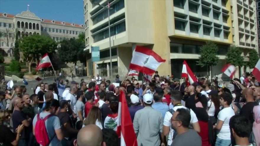 Los libaneses protestan contra la subida de impuestos