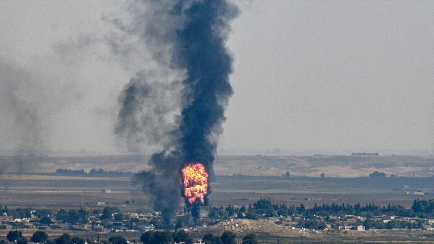 La ciudad fronteriza siria de Ras Al-Ain sufre el ataque militar de Turquía, 17 de octubre de 2019. (Foto: AFP)