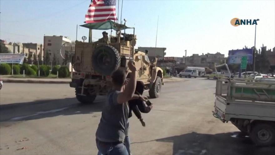 Vídeo: Kurdos se despiden de soldados de EEUU lanzándoles patatas