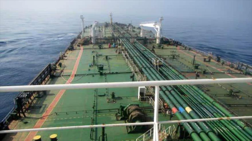 El petrolero iraní Sabiti tras sufrir explosiones debido a un ataque en el mar Rojo, 11 de octubre de 2019. (Foto: AFP)