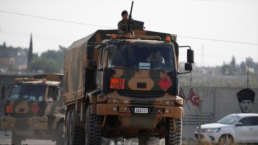Soldados turcos en la frontera turco-siria regresan de la ciudad siria de Tal Abyad, 21 de octubre de 2019. (Foto: Reuters)