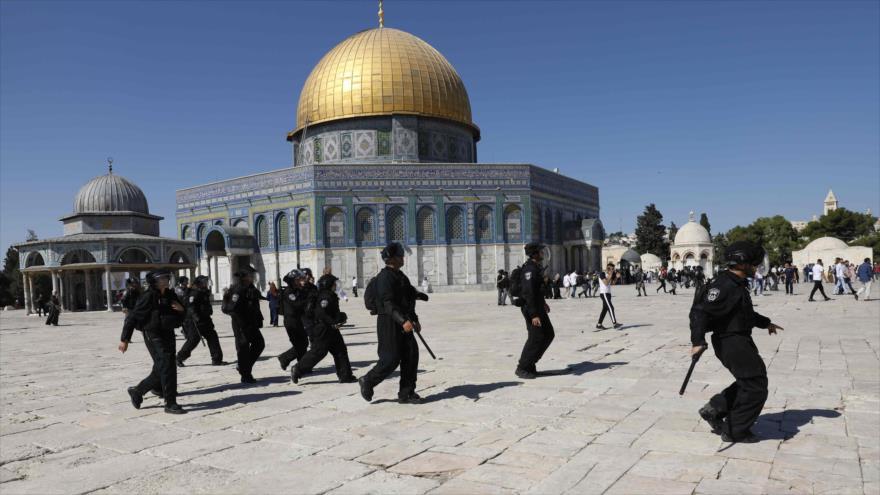 Militares israelíes irrumpen en los patios de la Mezquita Al-Aqsa, 11 de agosto de 2019. (Foto: AFP)