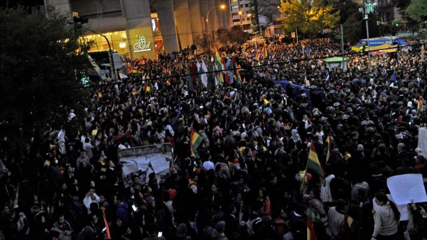 Manifestantes se congregan en apoyo de sus candidatos en La Paz, Bolivia, 21 de octubre de 2019 (Foto: AFP)
