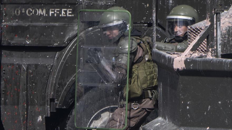 Agentes de policía de Chile en Santiago (la capital), 21 de octubre de 2019. (Foto: AFP)