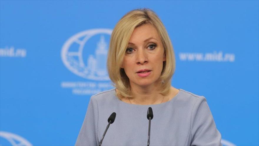 La portavoz de la Cancillería rusa, María Zajarova, en una rueda de prensa en Moscú, la capital.