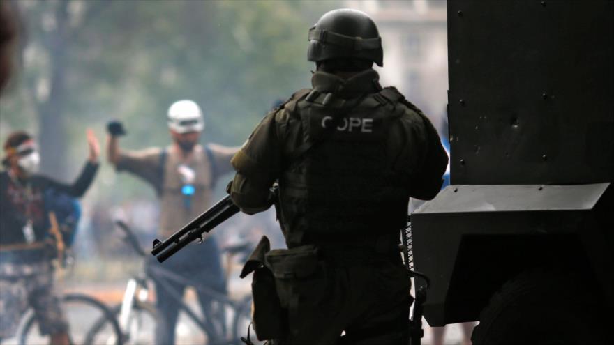 Vídeo: Militar chileno le dispara a pocos metros a un manifestante