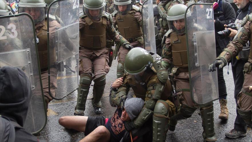 Denuncian tortura de jóvenes chilenos detenidos por carabineros | HISPANTV