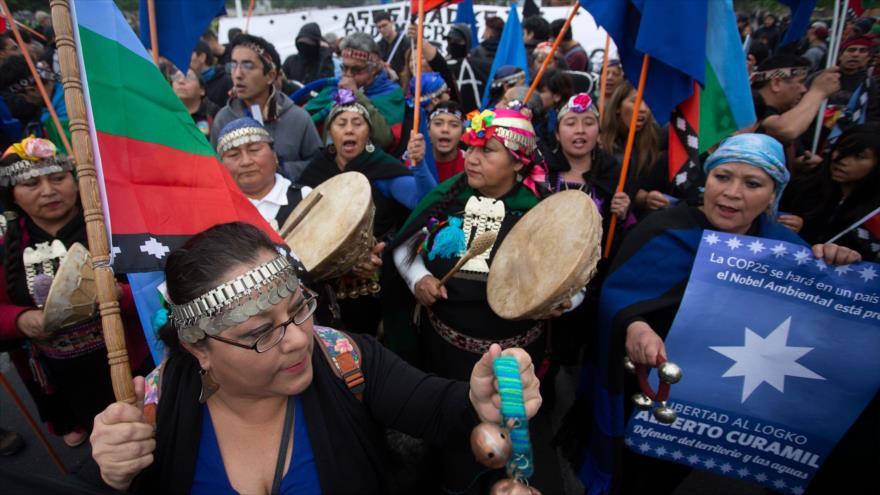 Los mapuches se manifiestan contra las políticas del Gobierno en Santiago, la capital de Chile, 12 de octubre de 2019. (Foto: AFP)