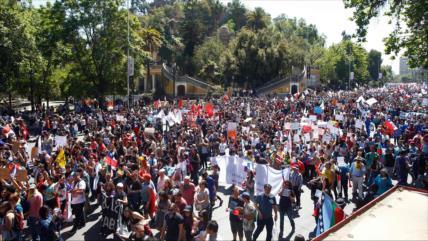 Convocan nuevas marchas en Chile para exigir la renuncia de Piñera