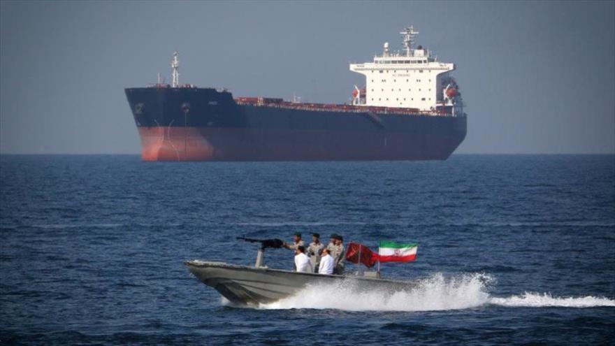 Fuerzas iraníes patrullan el estrecho de Ormuz en el Día Nacional del Golfo Pérsico, 30 de abril de 2019.