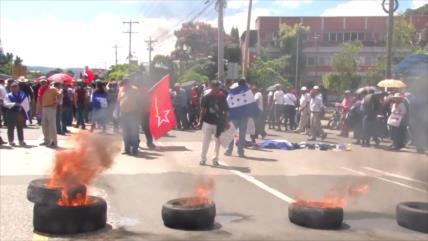 Hondureños exigen la renuncia de su presidente