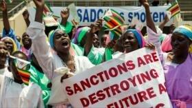 Zimbabuenses marchan en repudio a las sanciones de EEUU