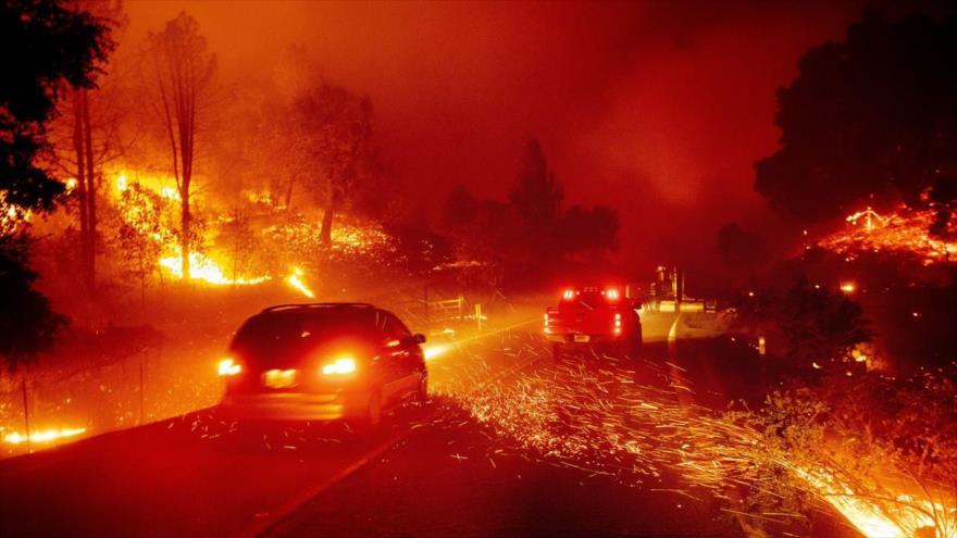 Un incendio afecta a casi un millón de personas en California | HISPANTV