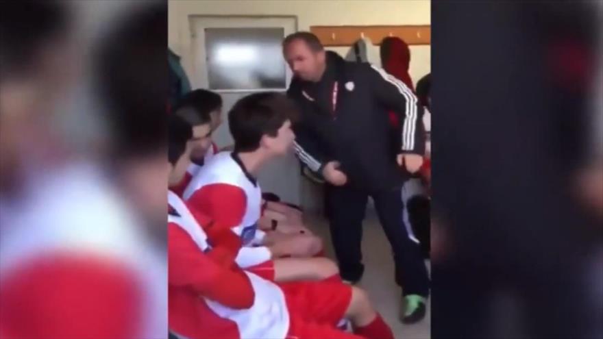 Vídeo: Entrenador turco abofetea brutalmente a sus futbolistas