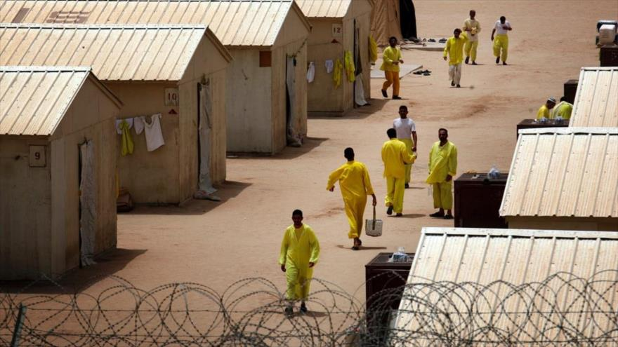 Los prisioneros en Camp Bucca, una cárcel controlada por EE.UU. en el sur de Irak.