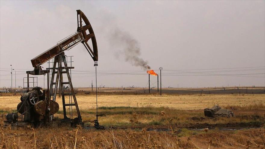 Bombas de pozos petroleros en el campo petrolífero Rmeilane en la provincia de Al-Hasakeh, noreste de Siria.