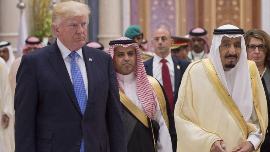 El presidente de EE.UU., Donald Trump, junto al rey de Arabia Saudí, Salman bin Abdulaziz Al Saud y otros líderes árabes en Riad, 20 de mayo de 2017.