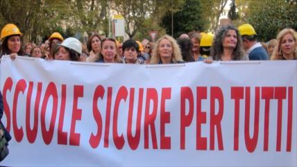 Docentes italianos protestan contra la precariedad en escuelas