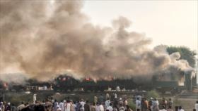 Vídeo: Un incendio en tren deja al menos 65 muertos en Paquistán