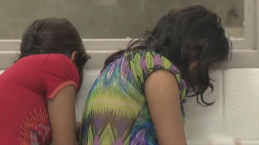 Agentes fronterizos de EEUU abusan de niños migrantes en custodia