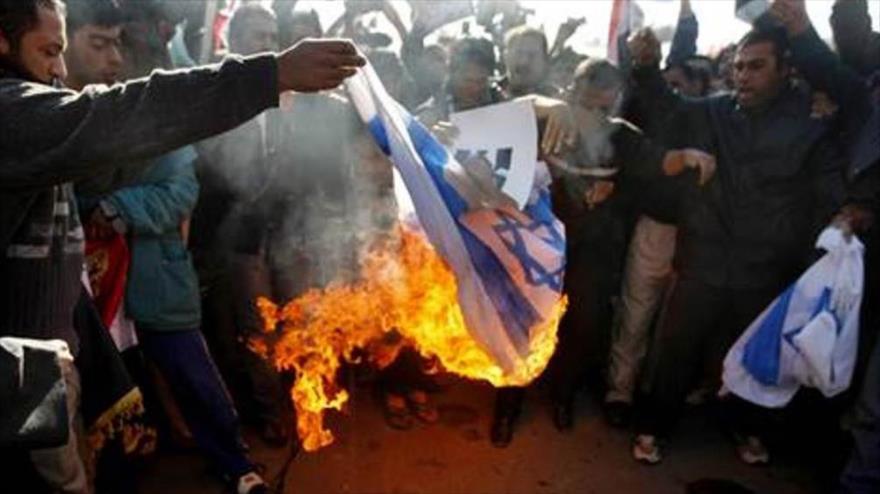 Manifestantes iraquíes queman banderas de EEUU e Israel | HISPANTV