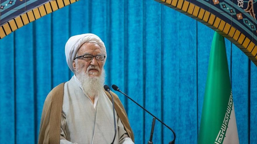 Ayatolá Mohamad Ali Movahedi Kermani, imam del rezo del viernes de Teherán (capital iraní), ofrece su sermón de esta semana, 1 de noviembre de 2019.