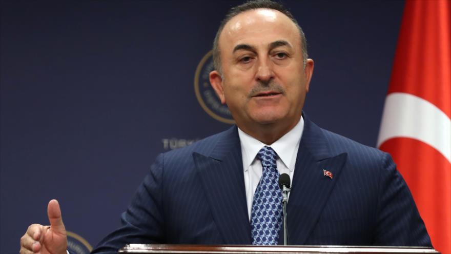 El canciller de Turquía, Mevlut Cavusoglu, en una conferencia de prensa en Ankara, 28 de octubre de 2019. (Foto: AFP)